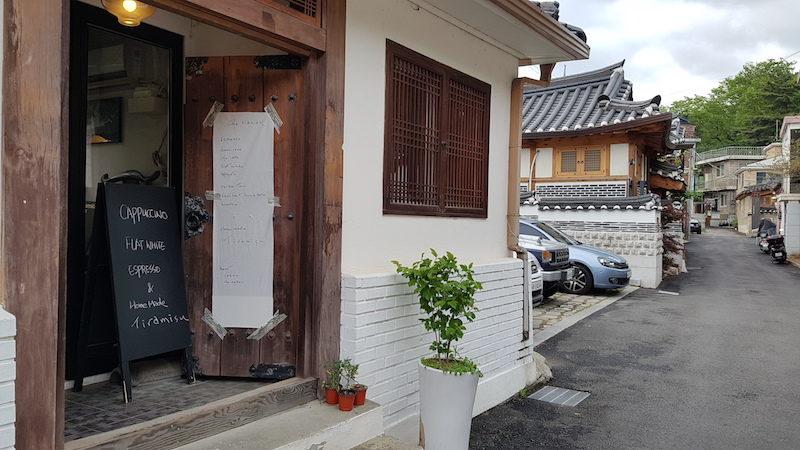 changdeokgung-gil anguk changdeok palace cafe tiramisu